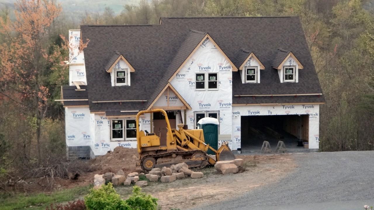 Własny dom czy mieszkanie w bloku?